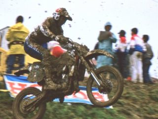 Kinigadner won 14 points on Vimond in the final GP to win the title by 2