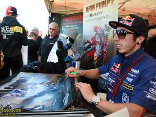 Antonio Cairoli signing autographs